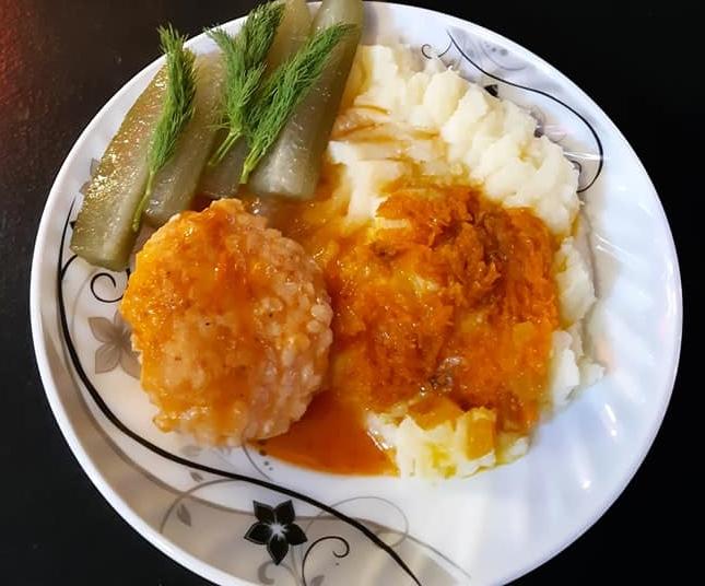 Картофельное пюре с тефтелями